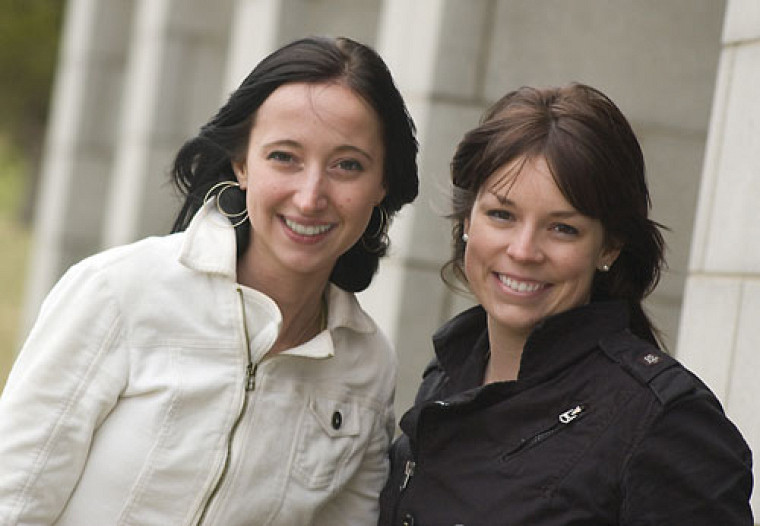 Kelly Parnia et Émilie D.-Gauthier ont remporté les grands honneurs du 2econcours Topo Cossette2009.