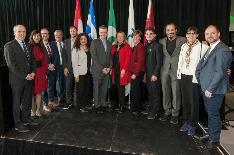 Les dignitaires qui ont pris la parole lors de cette importance annonce, en compagnie du recteur de l'Université de Sherbrooke, le Pr Pierre Cossette, du représentant du recteur de Concordia, M. Philippe Beauregard et de la rectrice de l'UQAM, Magda Fusaro