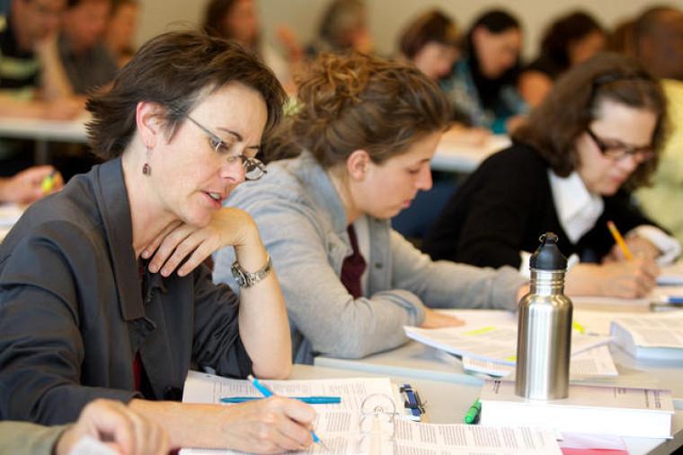 Une part importante de la formation vise les situations de conflit de groupe.