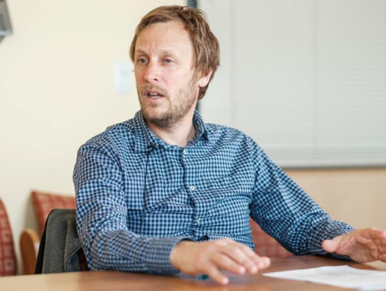 Le professeur David Morin a codirigé la publication de l'ouvrage.
