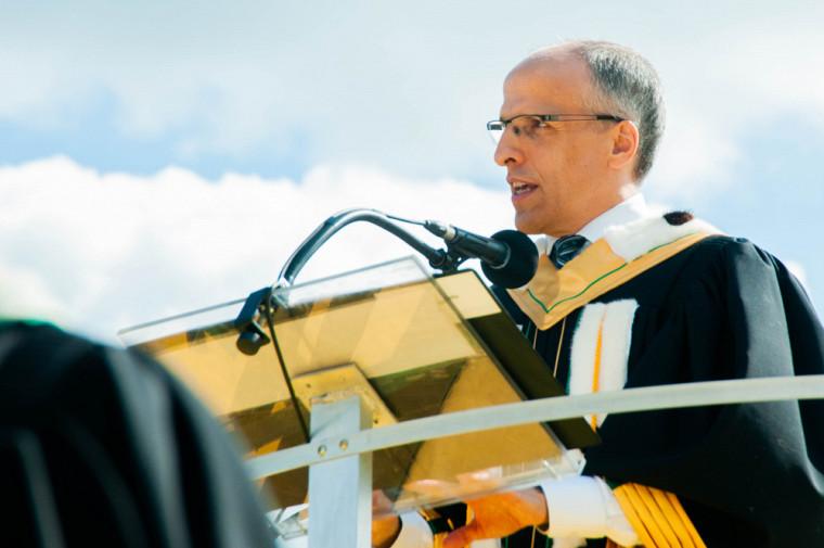 C'est avec fierté que le recteur Pierre Cossette s'est adressé aux nouveaux diplômés.