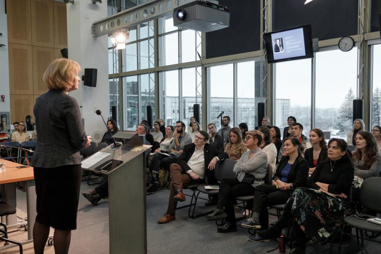 Pre Isabelle Kraus,Vice-présidente déléguée égalité-parité de l'Université de Strasbourg, s'adresse aux participantes et participants.
