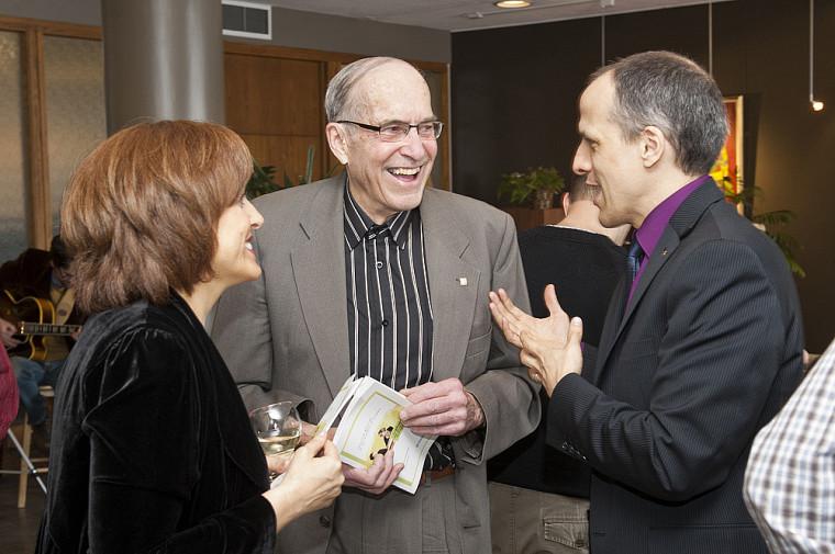 Brigitte Quintal, directrice du développement à la FMSS, M. Douglas F. Brown, Ph.D., initiateur du fonds portant son nom, et Pierre Cossette, doyen de la FMSS.
