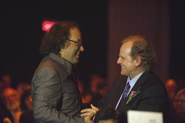 Josélito Michaud est venu faire un témoignage surprise à son ami Donald Thompson, nommé ambassadeur 2011 de la Faculté de théologie et d'études religieuses.