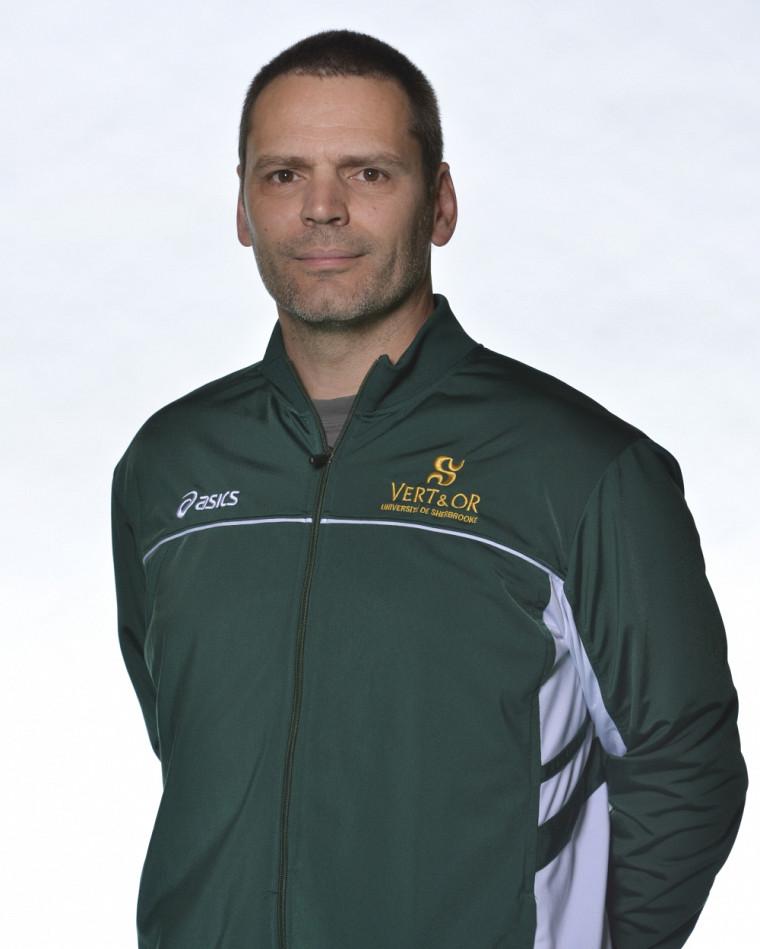 L'entraîneur de l'équipe masculine de volleyball Vert&Or, Marc Lussier