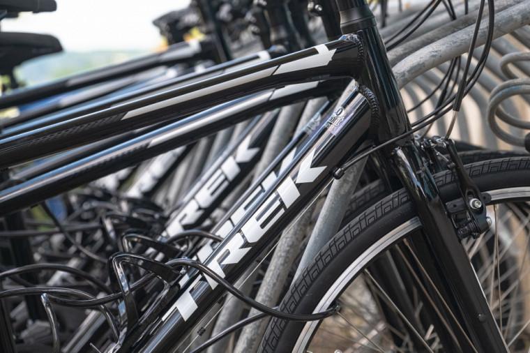 Il est possible pour la communauté universitaire d'emprunter des vélos en libre-service sur les trois campus universitaires.