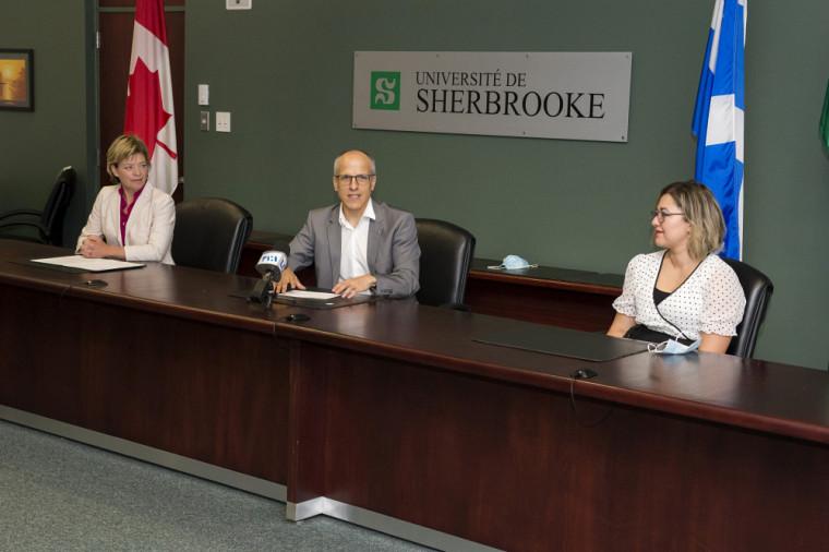 Un point de presse a eu lieu le 14 juillet pour l'annonce des chaires de recherche du Canada. Sur la photo, la députée fédérale Élisabeth Brière; le recteur de l'UdeS, le professeur Pierre Cossette; et la professeure Inès Esma Achouri, titulaire d'une des 4 chaires annoncées.