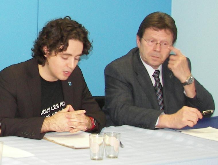 Jean-François Carrier, président de la Fédération étudiante de l'Université de Sherbrooke, et Serge Cardin, député fédéral de Sherbrooke.