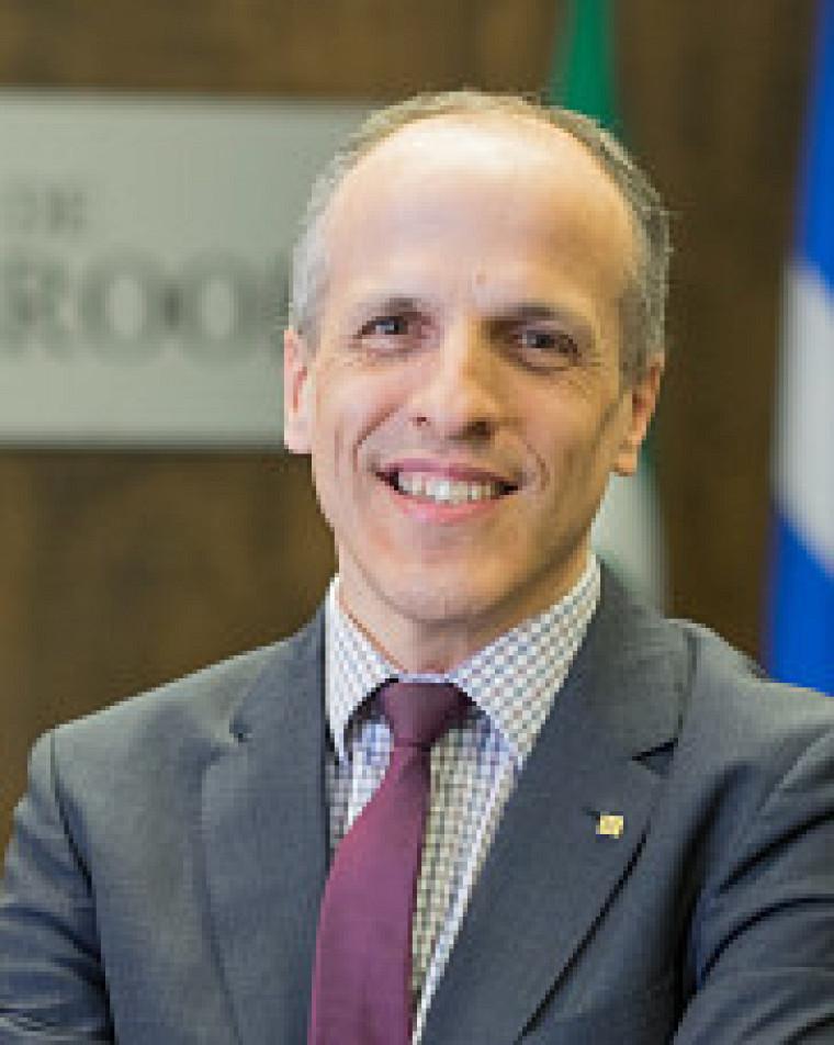 Le recteur de l'UdeS, le Pr Pierre Cossette