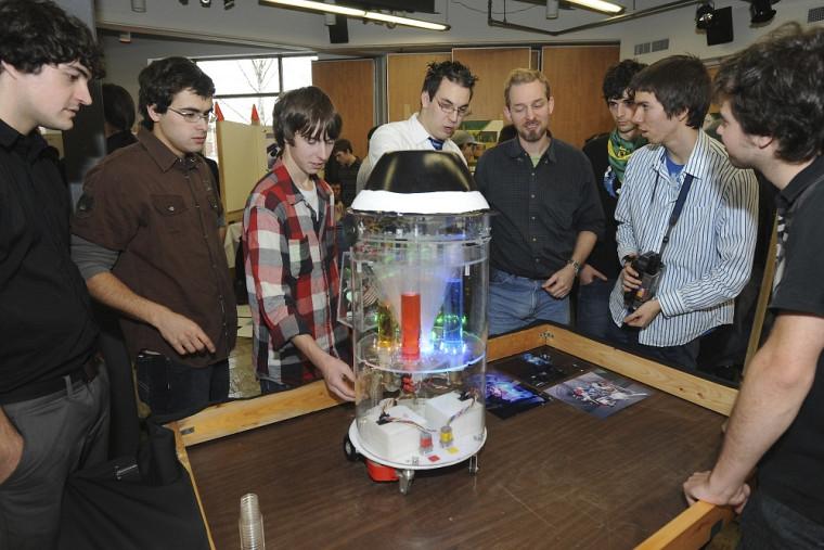Le robot bar du groupe Team Vaillant a la capacité de préparer 32 mélanges de jus.