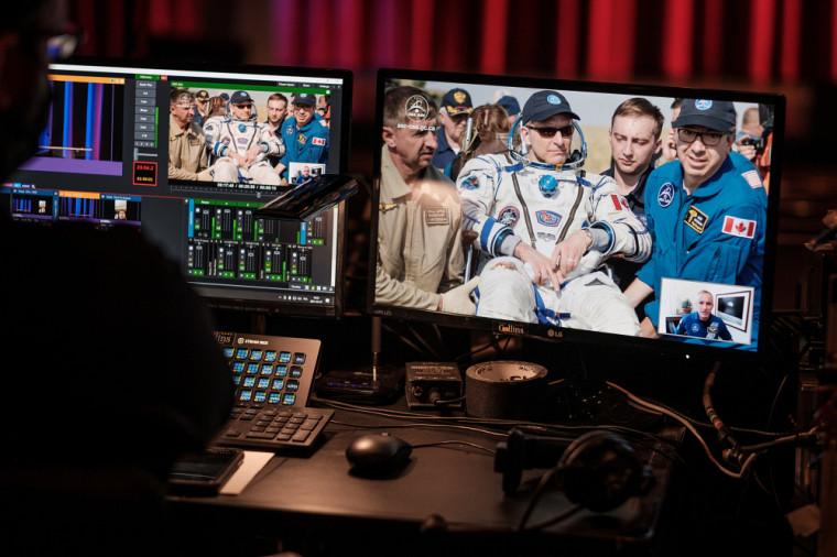 David Saint-Jacques, en compagnie de membres de l'Agence spatiale canadienne.
