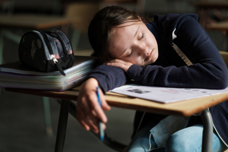 Le sommeil des ados se distingue sur deuxplans, liés à la fois à leur développement et à leurs habitudes de vie.