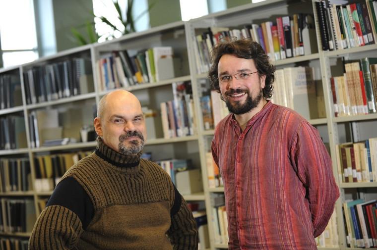 Léon Robichaud et Jean-Pierre LeGlaunec, professeurs au Département d'histoire de la Faculté des lettres et sciences humaines