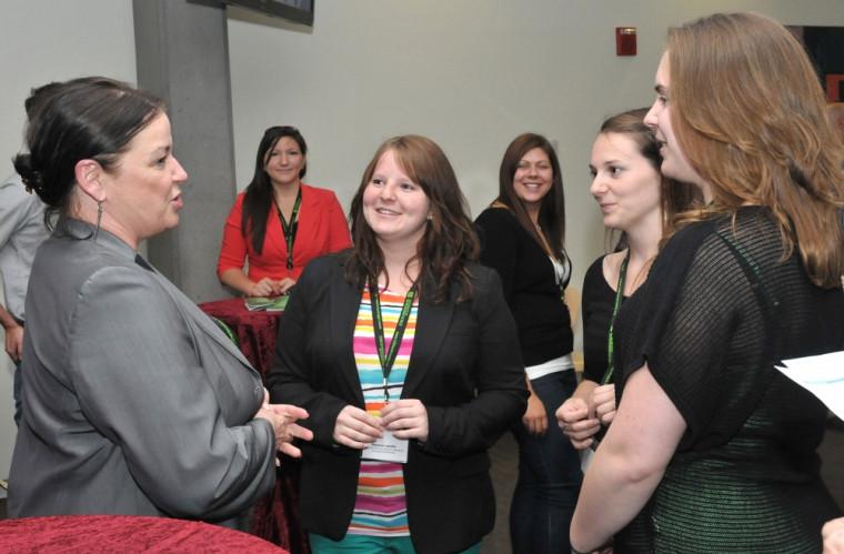 Donateurs et étudiants ont pu se rencontrer et discuter lors de la remise des bourses.