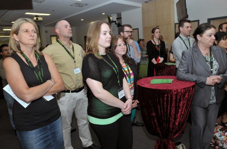 Près d'une centaine de personnes, étudiants boursiers, professeurs, donateurs et membres de la direction ont participé à la remise des bourses le 14 juin 2013.
