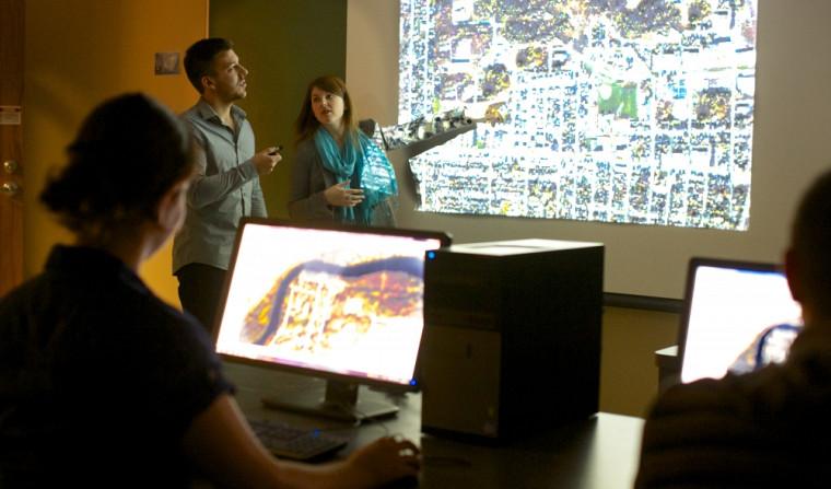Chaque année, des finissantes et finissants en géomatique appliquée à l'environnement terminent leur formation en abordant des problématiques spécifiques.