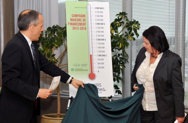 Dr Pierre Cossette, doyen de la FMSS et Mme Patricia Gauthier, directrice générale du CHUS dévoilent les objectifs de la campagne interne D'avenirs et de passions pour la santé.