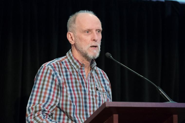 Le professeur Jean Goulet, vice-recteur aux ressources humaines et vice-recteur aux relations internationales, a lancé la discussion en rappelant comment l'Université avait acquis les terrains du campus principal au milieu des années 1950.