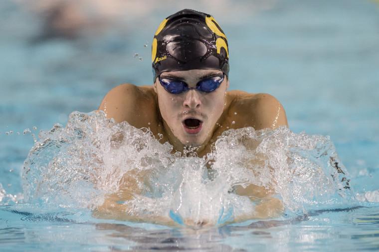 Jonathan Naisby a remporté quatre médailles, réalisé un standard de Sport interuniversitaire canadien et contribué à établir un nouveau record d'équipe dans une épreuve de relais le 7 octobre dernier, à la piscine de l'UdeS.