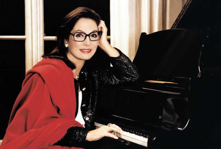 Nana Mouskouri sera de passage au Centre culturel le 7avril.