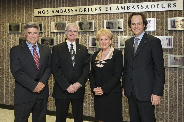Trois ambassadeurs issus de la Faculté de droit, soit Michel Coutu, Denis Paré et Monique Gagnon-Tremblay, en compagnie du doyen Sébastien Lebel-Grenier (à droite).