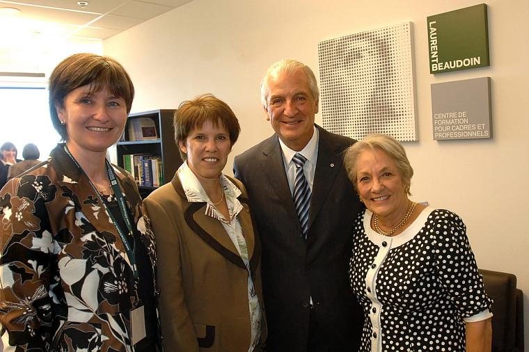 Francine Turmel, doyenne de la Faculté d'administration, la rectrice Luce Samoisette, Laurent Beaudoin et son épouse Claire Beaudoin.