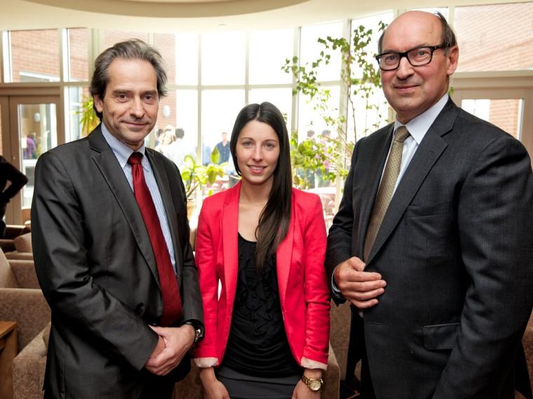 François Coderre, doyen de la Faculté d'administration, Lucie Gagnon, récipiendaire, et André Cousineau, invité spécial de la remise des prix 2013.