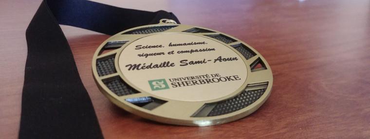 À l'image de l'éminent professeur Sami Aoun, la médaille souligne l'engagement, l'excellence académique et la contribution remarquable de membres de la communauté étudiante de l'École de politique appliquée à l'amélioration du Vivre-ensemble.