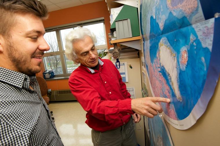 Le professeur Alain Royer et son étudiant Charles Papasodoro s'intéressent à la fonte des glaciers.