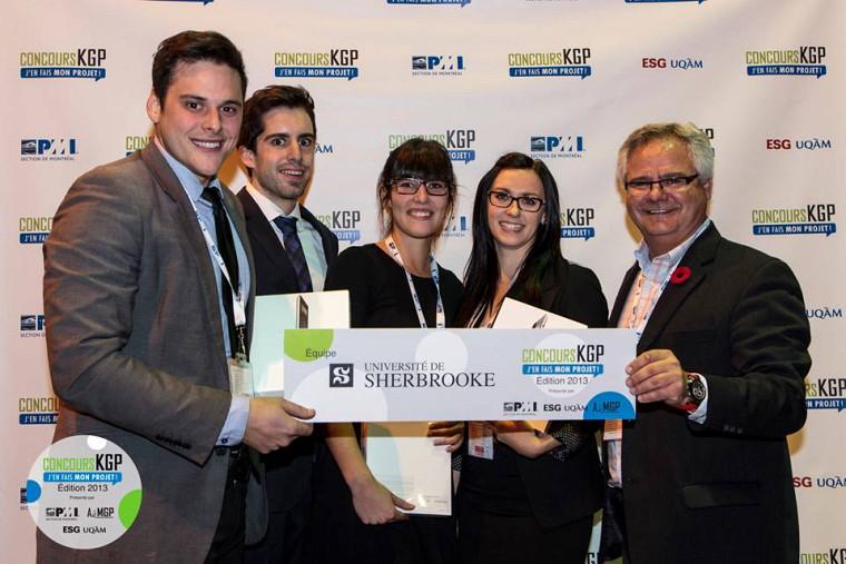 L'équipe gagnante composée de Christophe Bibeau, Renaud Mondor, Andréa Pinochet, Marie-Pier Jean-Coulombe et Benoît Lalonde, président du PMI Montréal.