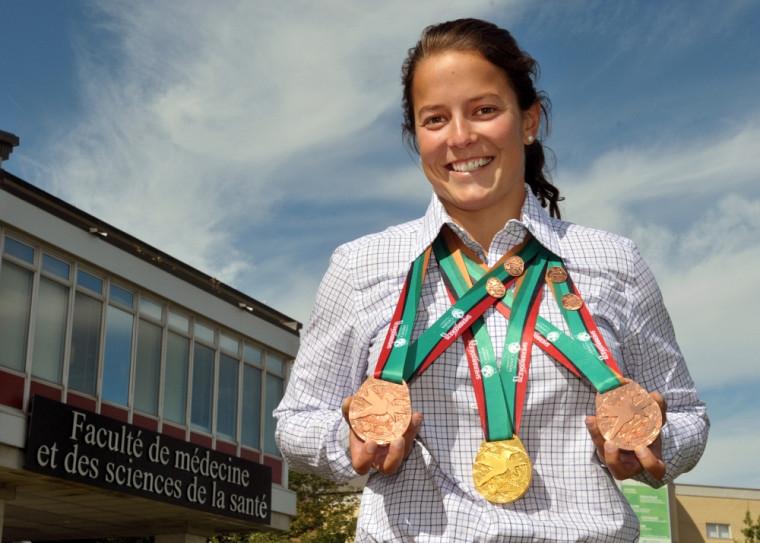 Émilie Simard et sa récolte de médailles.