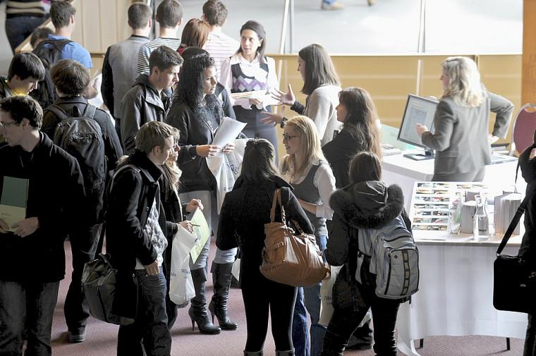 Le Carrefour de l'engagement étudiant offrait des occasions à plusieurs étudiants de s'engager au sein d'organismes communautaires dans le cadre de leurs études.