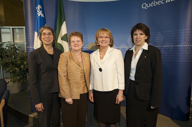 Hélène Payette, directrice du Centre de recherche sur le vieillissement, Marie Beaulieu, Marguerite Blais et la rectrice Luce Samoisette.