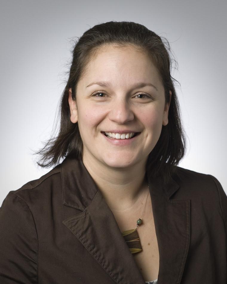 Vicky Chainey, chargée de cours à l'École de politique appliquée et spécialiste en sécurité civile, est également bénévole à la Croix-Rouge depuis2007.