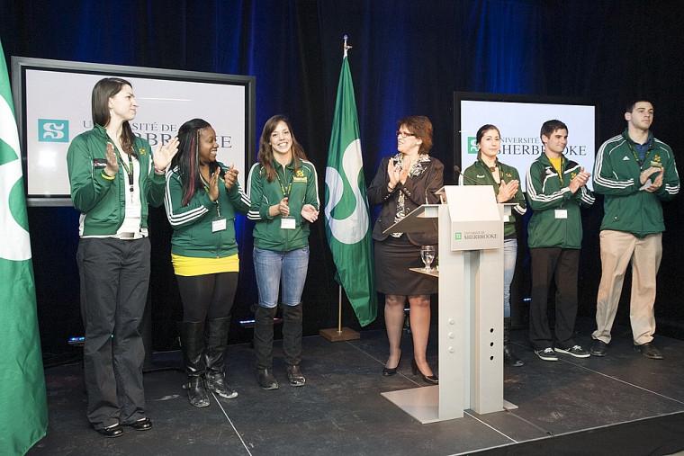 La rectrice s'est fait un devoir de présenter les six porte-couleurs du Vert&Or présents à l'événement, qui représentent l'excellence sportive et académique de l'UdeS.