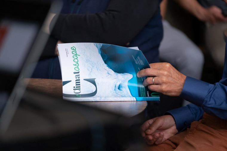 Le Climatoscopesera publié annuellement et rassemblera des articles produits par des chercheurs et des chercheuses de plusieurs disciplines (santé, gestion, politique, philosophie, biologie, génie et géomatique) provenant de l'Université de Sherbrooke et d'ailleurs à travers la province.