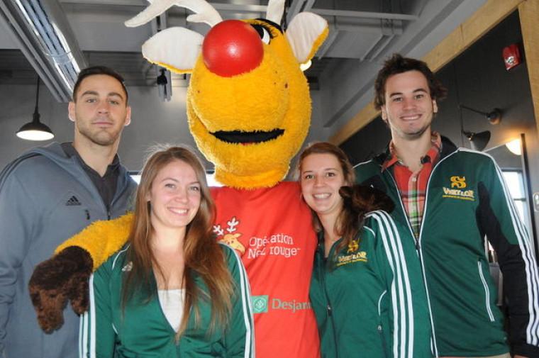 Plusieurs bénévoles sont des athlètes des équipes du Vert & Or de l'UdeS.