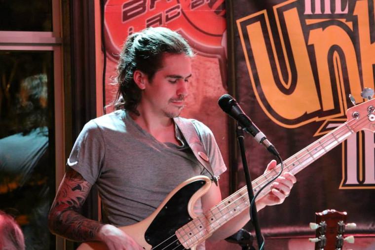 Le bassiste Carl Lacroix est le leader du Quintette Carl Lacroix qui a été formé durant un cours de composition à l'Université de Sherbrooke.