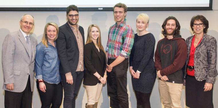 Six étudiants de l'UdeS, dont Mathieu Hains et Olivier Ross, du Vert & Or, recevront la médaille du Lieutenant-gouverneur du Québec pour la jeunesse. Les étudiants sont entourés du vice-recteur Martin Buteau et de la rectrice Luce Samoisette.
