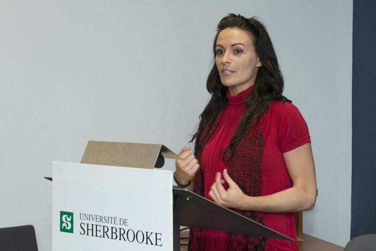 Kate Harbour, du projet Slame tes maux, finaliste dans la catégorie Société, communication et éducation.