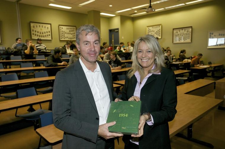 Le conférencier Jean-Hugues Lafleur en compagnie de Denyse Rémillard, vice-doyenne à l'enseignement à la Faculté d'administration de l'Université de Sherbrooke