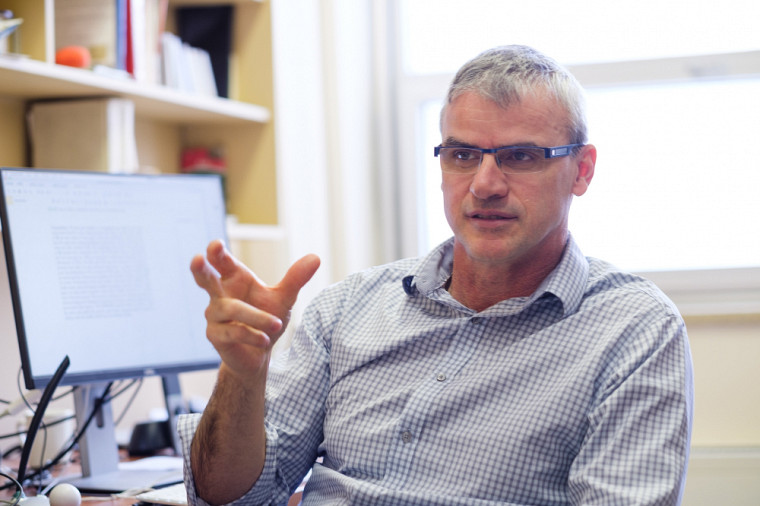 Professeur en génie logiciel depuis plus de 20 ans à l'UdeS, Marc Frappier a fait de la sécurité informatique sa spécialité.