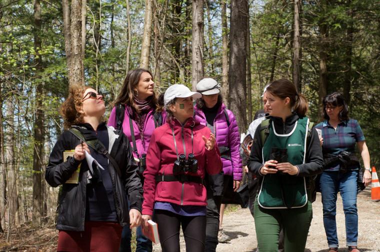 Une centaine de personne ont pris part à l'activité d'observations d'oiseaux au mont Bellevue lors de la journée du personnel du 22 mai dernier.
