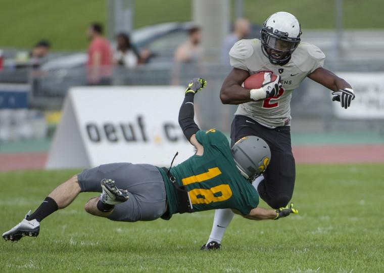 Les Ravens de l'U. Carleton ont eu le meilleur sur le Vert & Or le 22 août lors d'une rencontre hors-concours présaison tenue au stade de l'UdeS.