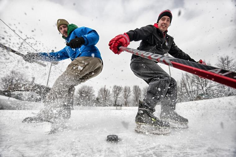 Pourrons-nous encore patiner à l'extérieur dans 10ans? Le groupe RinkWatch étudie les changements climatiques en recueillant des données sur les patinoires extérieures.