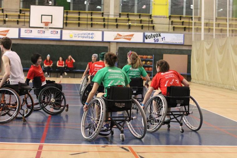 Le basketball en fauteuil roulant comptait parmi les épreuves des jeux.