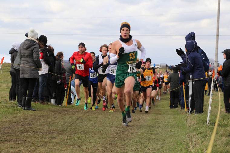 Thomas Windisch lors du 10 km masculin des récents Championnats U Sports de cross-country.