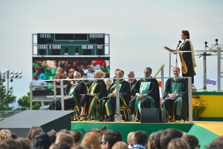 Le doctorat honoris causa reconnaît l'apport exceptionnel d'une personne au développement des connaissances.