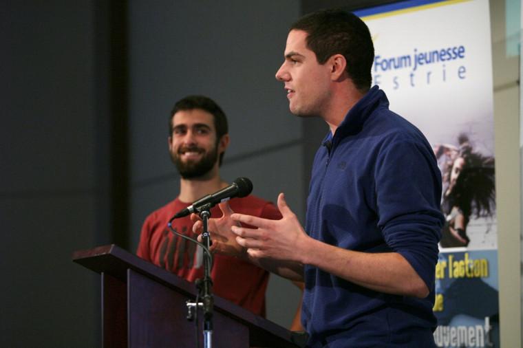 Julien Lamarche et David Lalanne à la conférence de presse du lancement du volet francophone du concours Le défi Change ton monde, présenté par Ashoka Canada en partenariat avec l'UdeS.