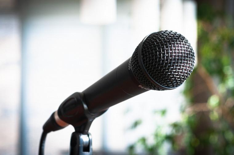 Ma thèse en 180 secondes est une compétition internationale de vulgarisation orale s'adressant aux membres de la communauté étudiante de 3ecycle.